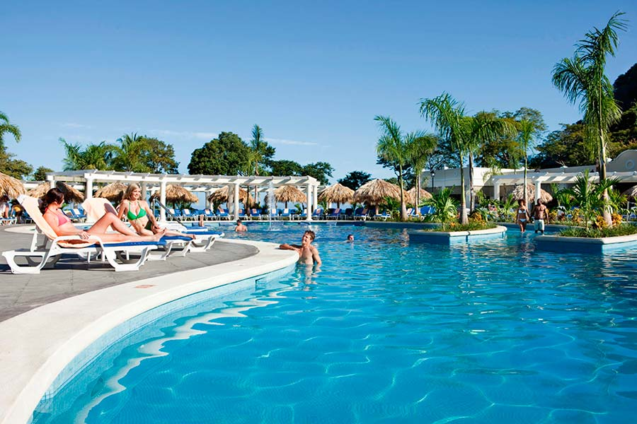 Disfrute de las Instalaciones del Hotel RIU Guanacaste